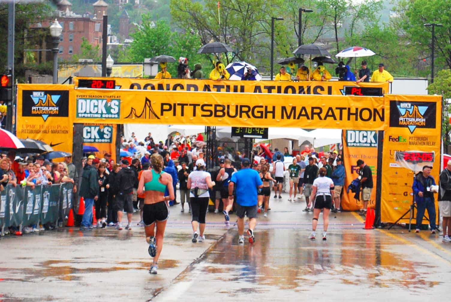 Pittsburgh Marathon Finish Line 2010 I Run, You Donate, Light of Life Benefits